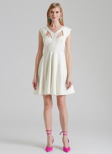 Özlem Erkan Elbise Beyaz